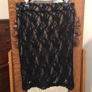 NWT. BLACK ELEGANT LACE SKIRT WITH TAN LIN…
